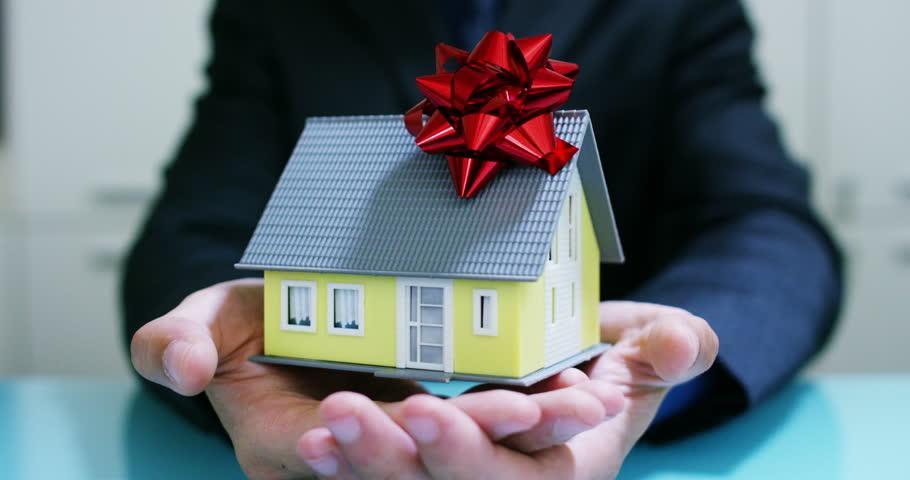 Можно ли подарить ипотечную квартиру – узнайте, можно ли подарить долю в ипотечной квартире