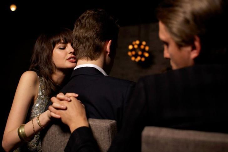 Как разоблачить жену в измене, 10 признаков