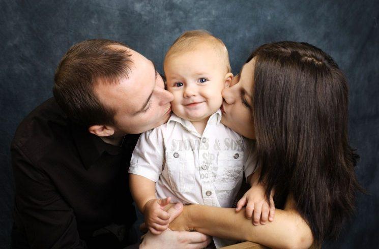 Процедура усыновления (удочерения) ребенка жены: необходимые документы, образец искового заявления