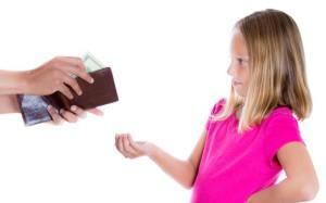 Как отец ребенка может подать на алименты на самого себя, если другая сторона не хочет их принимать?