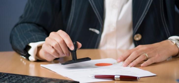 Обязанности нотариуса при оформлении наследства по закону и завещанию, необходимые документы, место открытия наследства