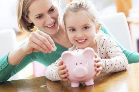 Какие денежные средства выделяются государством при взятии ребенка в приемную семью приемным родителям