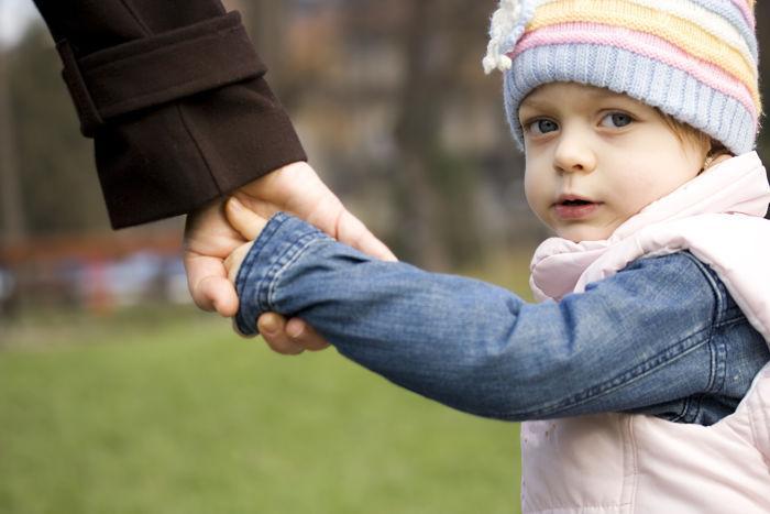 Алименты на усыновленного ребенка после развода: должен ли отец их платить{q}