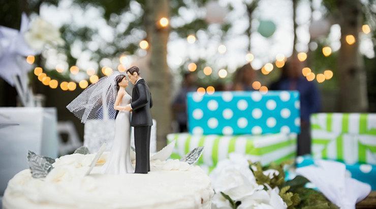 Отпуск сотруднику в связи с регистрацией брака: положен ли, сколько дней предоставляется, как оформить заявление?