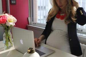 Изображение - Налоги на финансовое пособие по беременности и родам взымаются ли они beremennaya-sotrudnica-beremennaya-sotrudnica-beremennaya-sotrudnica-300x200
