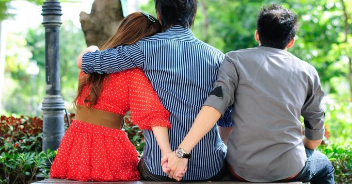 Муж узнал об измене и подал на развод: что делать жене и как себя вести, советы психологов и как наладить отношения