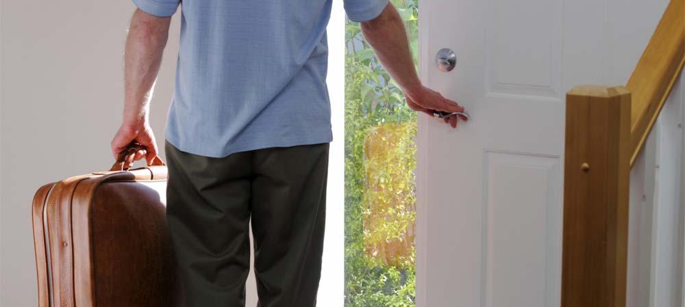 Как собственнику выселить бывшего супруга после развода из квартиры, если он в ней прописан?