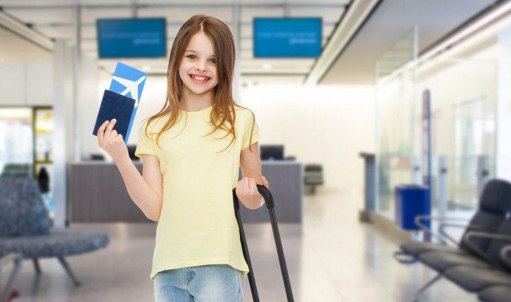 С ребенком за границу: какие документы нужны для выезда с родителями или бабушкой?